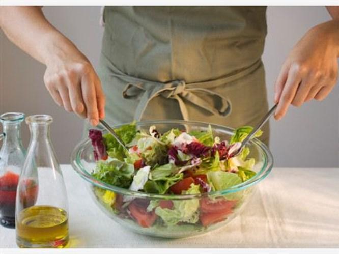 Zeytinyağlı pratik salata sosları
